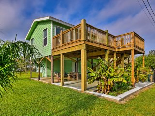 Port O'Connor 'Driftwood' Home - Steps from Beach!