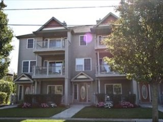 LARGE CONDO WITH POOL 136447