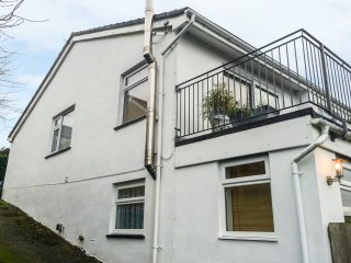 3 DENNIS POINT, countryside and sea views, beach 1 mile, open-plan living, Ref 9