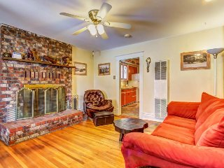 Historic, dog-friendly 1918 bungalow, close to downtown w/ original charm!