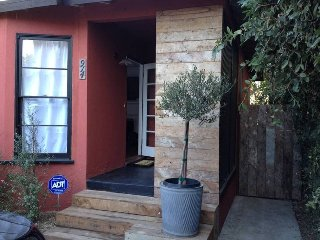 Remodeled 2 Bedroom With Wood Burning Fireplace and Private Garden