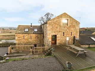 CASTLE MILL, pet-friendly luxury cottage, WiFi, en-suite, garden, Ravensworth