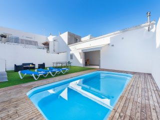 4 BEDROOM VILLA WITH PRIVATE POOL AND WALKING DISTANCE TO BEACH AND TOWN.
