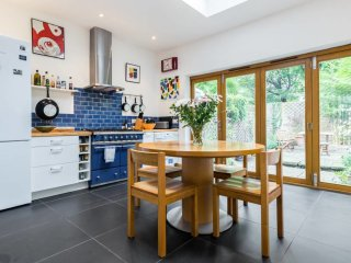 Quirky & Unique 3 Bed in Kennington w/ Garden