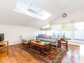 Bright & Spacious 3 bed 2 bath in North London