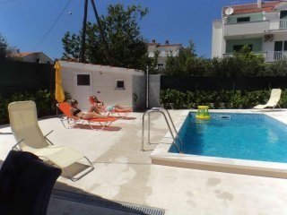 Nice apt with pool access & garden