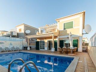 Stunning 5 Bedroom Villa close to Meia Praia & Lagos Marina, Lagos, Portugal