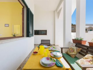 926 Seafront house for rent in Torre Suda