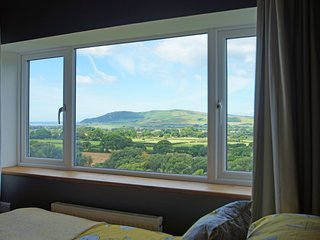 LLWYN CRUG: 511693  amazing views includin massages and yogacan be arranged