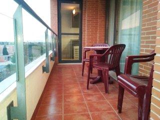 Ámplia terraza privada y soleada con excelentes vistas