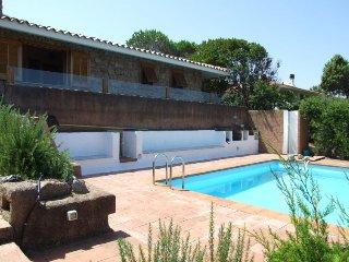 Vignola Holiday Home Sleeps 8 with Pool and WiFi - 5696730