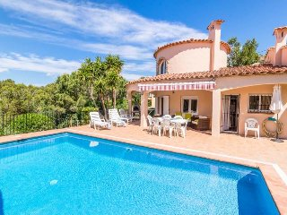 3 bedroom Villa with Pool, WiFi and Walk to Beach & Shops - 5491247