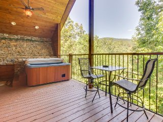 Dog-friendly cabin w/ a hot tub, a firepit, a sauna, and more!
