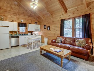 Romantic cabin w/ private hot tub, screened-in deck & dog-friendly attitude!