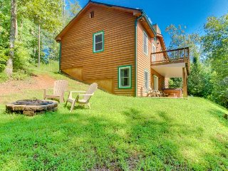 Spacious & dog-friendly w/private hot tub, pool table, mini bar & large backyard