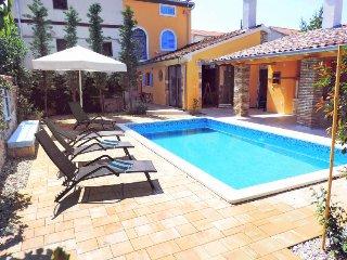3 bedroom Villa in Rovinjsko Selo, Istria, Croatia : ref 5488265