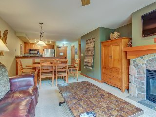 Wonderful ski-in/ski-out condo with access to Club Solitude's pool & hot tub!