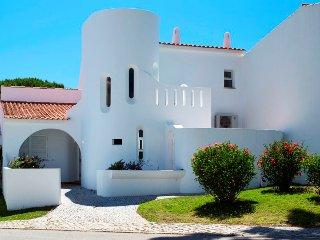 3 bedroom Villa in Vale do Lobo, Faro, Portugal : ref 5480132