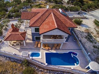 Luxurious seaview Villa Divina with pool and beautiful large garden EOS CROATIA