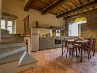 2 bedroom Apartment in Cortona, Tuscany, Italy : ref 5472626