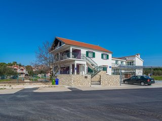 Three bedroom apartment Biograd na Moru (Biograd) (A-12796-a)