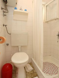 Bathroom 4, Surface: 2 m²