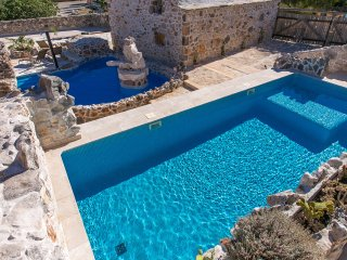 Traditional stone house Villa Kamena EOS CROATIA with two pools
