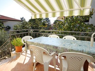 Novigrad Apartment Sleeps 7 with Air Con and WiFi - 5466811