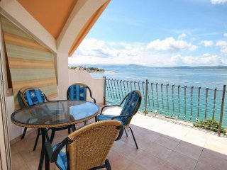 Selce Apartment Sleeps 6 with Air Con - 5464025