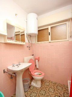 Bathroom 1, Surface: 4 m²