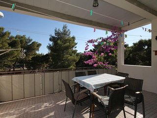 Makarska Apartment Sleeps 6 with Air Con - 5460887