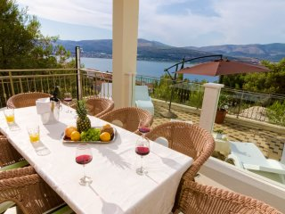 Luxurious Villa Magic with pool, gym and seaview for 10 persons EOS CROATIA