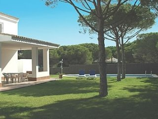 Conil de la Frontera Villa Sleeps 8 with Pool - 5000400