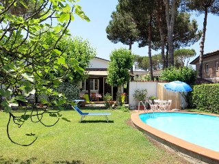 3 bedroom Villa with Pool, WiFi and Walk to Shops - 5447771