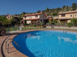 'El Despertar' (Casa con WIFI, jardin y piscina  en zona tranquila).