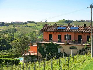 4 bedroom Apartment in Castagnole delle Lanze, Piedmont, Italy : ref 5443175