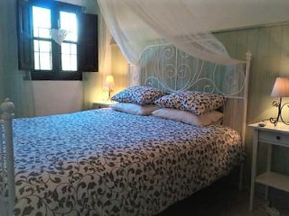 Casa Colina Bed and Breakfast, Comares, Olive Suite