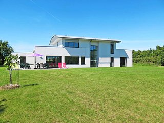 4 bedroom Villa in Camaret-sur-Mer, Brittany, France : ref 5438081