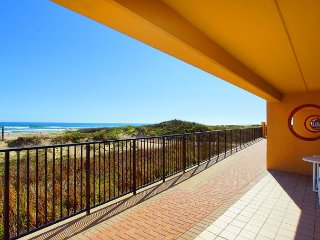 2BR w/ Stunning Gulf Views - Steps to Beach & Pool, Unit 104