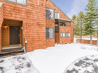 Updated 1BR Snowpeak Condo w/ Pool, Hot Tub, Sauna – Near Ski Slopes