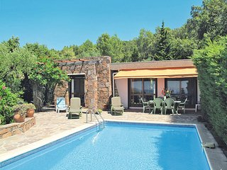 3 bedroom Villa in Saint-Raphaël, Provence-Alpes-Côte d'Azur, France : ref 54358
