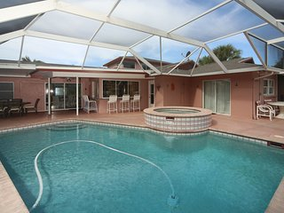 Sarasota-Siesta Key Coastal Five Bedroom with Pool and Spa