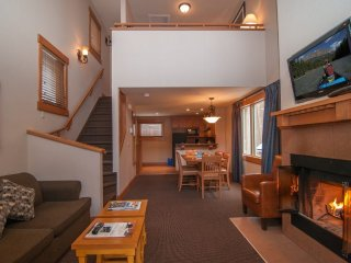 Banff Hidden Ridge Resort 2 Bedroom + Loft Condo (3 Queens)
