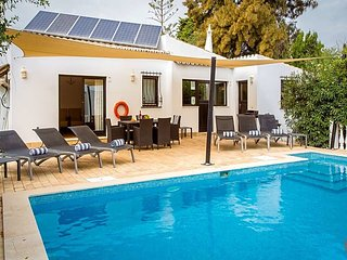 3 bedroom Villa in Carvoeiro, Faro, Portugal : ref 5433020