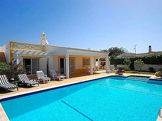 3 bedroom Villa in Albufeira, Faro, Portugal : ref 5433010
