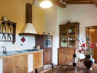 2 bedroom Apartment in San Gimignano, Tuscany, Italy : ref 5312844