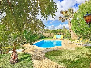 3 bedroom Villa with Pool, Air Con, WiFi and Walk to Shops - 5312285