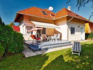 4 bedroom Villa in Balatonföldvár, Somogy megye, Hungary : ref 5311024