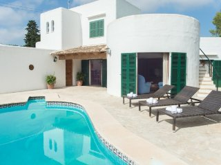 3 bedroom Villa with Air Con, WiFi and Walk to Beach & Shops - 5251837