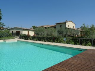 'IL GREGGIO' GREAT VILLA FOR FAMILIES, LARGE SWIMMING POOL, STUNNING VIEWS